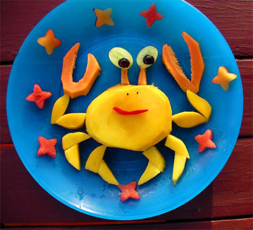 raw food photo: Crab Made of Fruit!