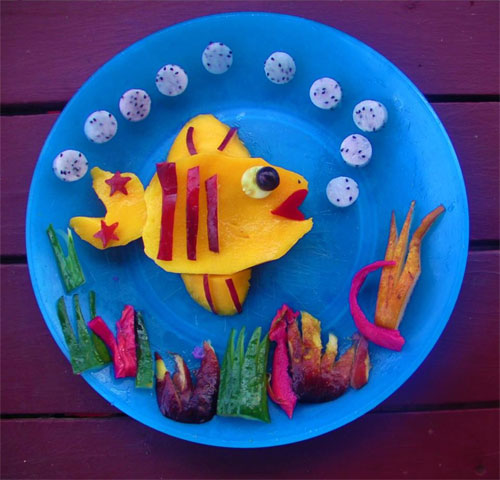 raw food photo: Fish Made of Fruit!