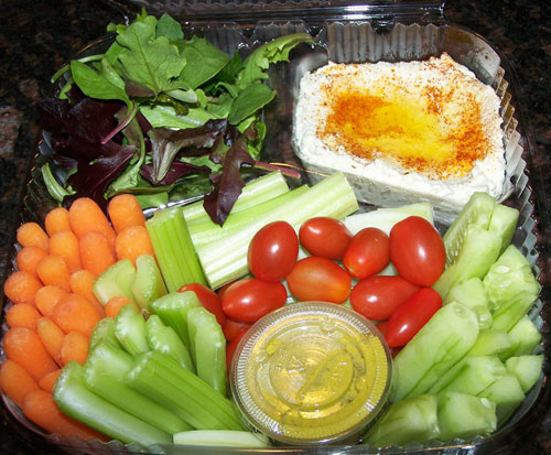 raw food photo: hummus and veggies